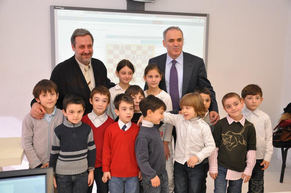 G. Khomeriki and G. Kasparov with CRS academy kids