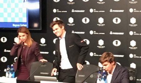 Carlsen-Karjakin, Game 10: Magnus smile is back!