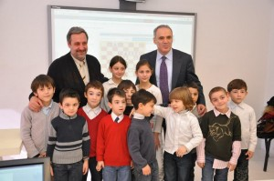 G. Khomeriki and G. Kasparov with CRS academy kids