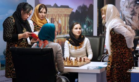 Tehran WWCh, Round 3: Eight players reached quarterfinals but two of them were seeded to get there