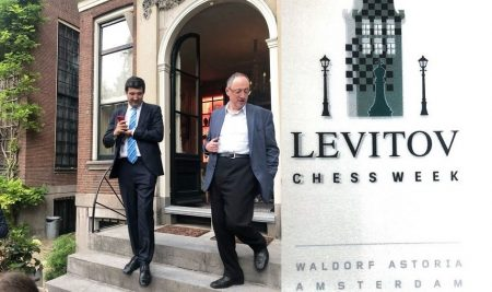 Kramnik makes winning return in blitz opener of the Levitov Chess Week